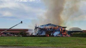 Incendio in cascina a Rivarolo Cavanese, bruciano le rotoballe di fieno