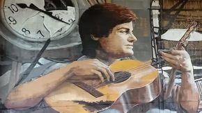 """Strage di Bologna, un murale per ricordare Davide """"il ragazzo con la chitarra"""" tra le 85 vittime"""