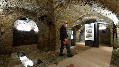 Parma, inaugurato il percorso dell'antico acquedotto dalla piazza a via Farini- foto