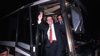 Romano Prodi, tra le sfide con Berlusconi agli abbracci di D'Alema