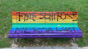 Milano, insulti e scritte omofobe: vandalizzata la panchina arcobaleno per i diritti Lgbt
