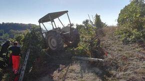 Travolto dal trattore mentre lavora in vigna a Clavesana: è grave