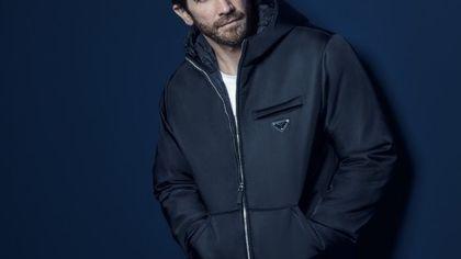 Jake Gyllenhaal è il volto del nuovo profumo per uomo di Prada