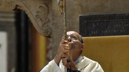 """""""La fame non va in ferie"""": a Parma il vescovo Solmi ricorda il dramma della povertà e le morti sul lavoro"""