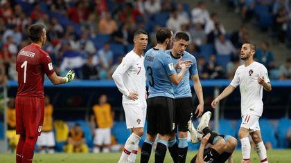 Cavani si fa male, Ronaldo lo accompagna fuori dal campo