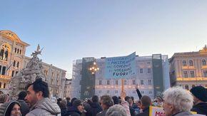 Trieste, nuovo corteo no Green Pass: 8 mila in piazza