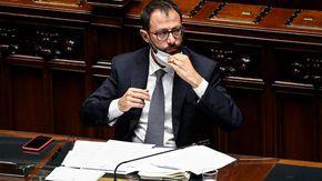 Covid: contatto con un positivo, il ministro Patuanelli in isolamento