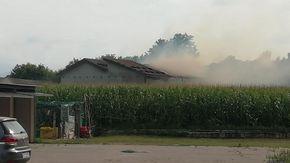 Allarme a Clavesana per l'incendio di un deposito di fieno e paglia