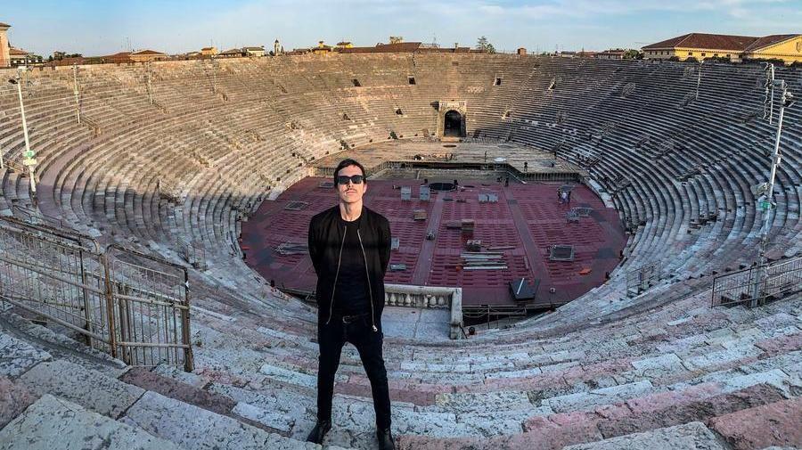 Diodato canta per l'Europa dall'Arena di Verona deserta e ...