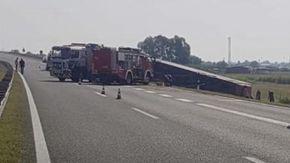 Croazia, si ribalta un autobus in autostrada: almeno 10 morti e 30 feriti