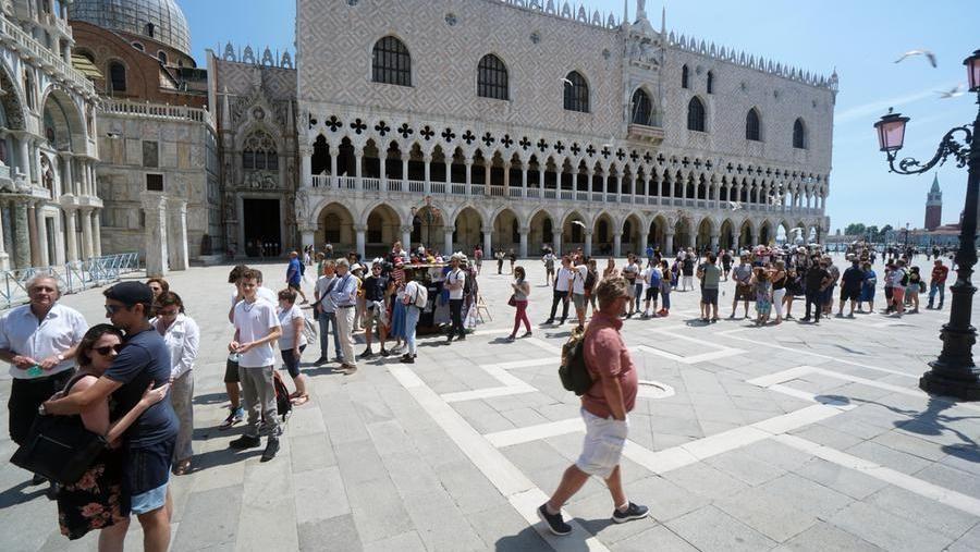 Tourists in San Marco square in Venice (@Andrea Merola / Ansa)