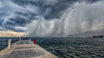Sorrento, fotocronaca del temporale estivo: quando il maltempo è suggestione