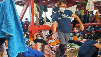 Quinto giorno a bordo della Ocean Viking. Migranti sempre più deboli, il Governo sempre in silenzio