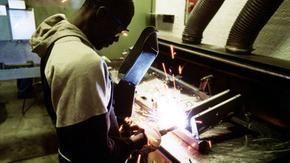 Migranti e lavoro nero, rissa sfiorata Pd-M5S sulla regolarizzazione