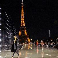 Sfilate Parigi: la femminilità potente di Saint Laurent