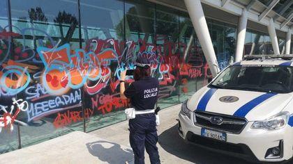 Graffiti sui muri a Parma: quattro giovani fermati dalla municipale dovranno ripulirli