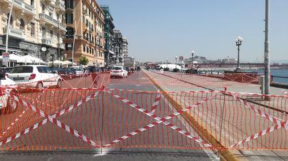 Napoli, recintato breve tratto di via Partenope: strada resta aperta al traffico