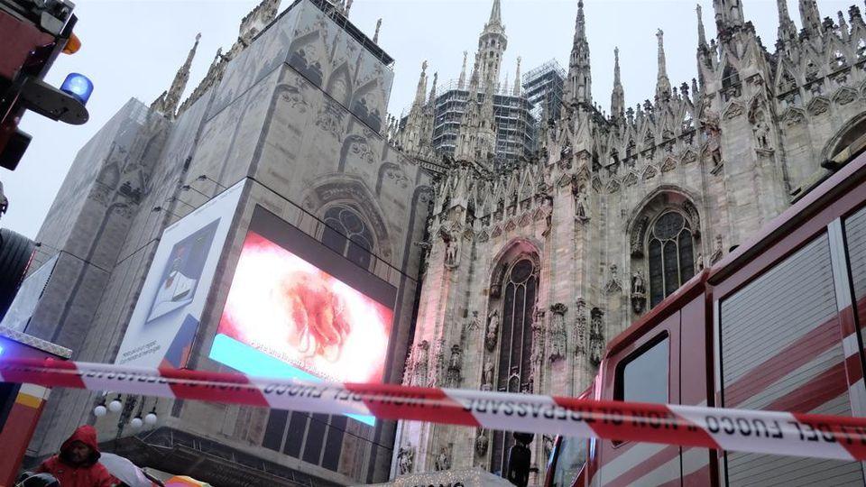 è Morto L Uomo è Caduto Dalla Terrazza Del Duomo Di Milano