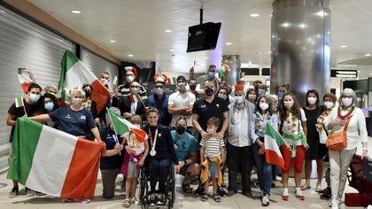 Paralimpiadi, rientro in Italia da star per Giulia Ghiretti - foto