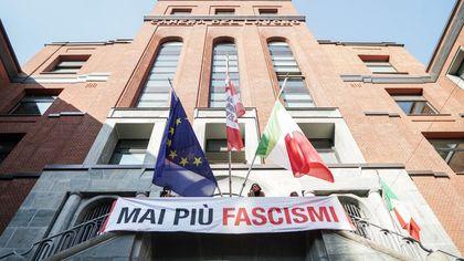 No Pass, alla Camera del Lavoro di Milano il presidio di solidarietà dopo l'assalto a Roma