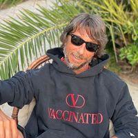 Valentino: la felpa (V)Vaccinated a sostegno del programma Unicef