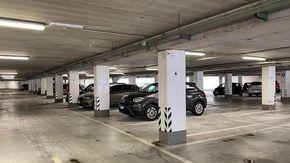 Raid al parcheggio sotterraneo della stazione: danni alle auto e alle strutture
