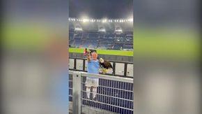 Lazio, il falconiere fa saluto romano allo stadio e inneggia al Duce con il pubblico