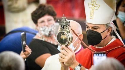 Miracolo di San Gennaro, la cerimonia al duomo