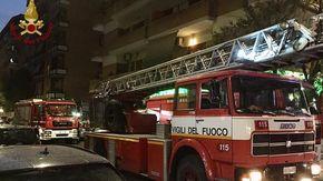 Roma, incendio in un palazzo in zona Tuscolana: una vittima