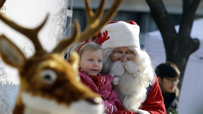 Esiste Babbo Natale Si O No.Babbo Natale Non Esiste Il Paese Si Ribella Al Parroco La Stampa