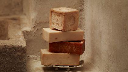 Shampoo solido & C0.: la cosmetica formato saponetta