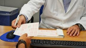 """Vaccini: la procura di Genova indaga su certificazioni """"facili"""""""