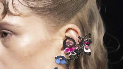 Un fiore all'orecchio