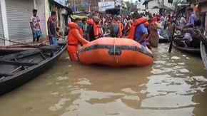 Alluvioni in India, le operazioni di soccorso dopo i nubifragio nelle regioni orientali