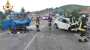 Scontro tra un'auto e un furgone in corso Alba a Canale, quattro feriti