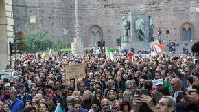 Tredicesimo corteo No Green Pass, frizioni interne tra anarchici ed estrema destra