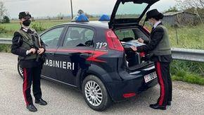 Cocaina e hashish in auto dopo aver tentato di fuggire: i carabinieri lo inseguono e arrestano