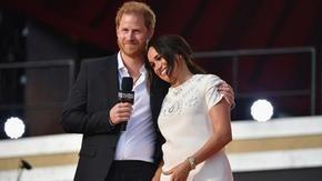 Harry e Meghan a NY: 25mila dollari di mancia e appello per i vaccini ai paesi poveri (con abito Valentino e gioielli Cartier)