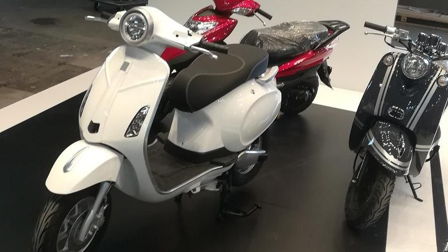 The copy of the Vespa made by the Chinese MotoLux