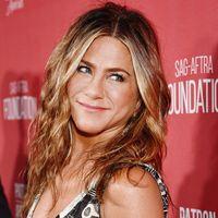 Jennifer Aniston lancia la sua prima linea beauty: LolaVie, dedicata ai capelli