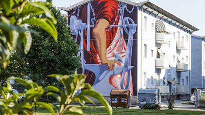 Brescia, la periferia cambia pelle con i murales di tre artisti di fama internazionale