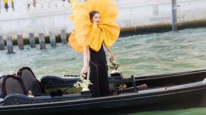 Dolce & Gabbana a Venezia: le modelle arrivano in gondola