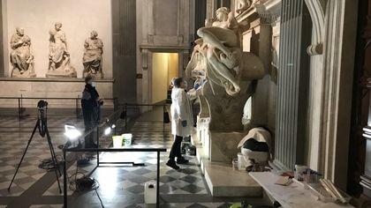"""""""Ripuliamo Michelangelo, ma il lavoro sporco lo facciamo fare ai batteri"""""""