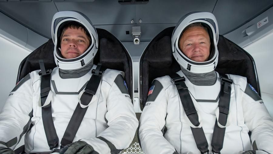 Rientra La Space Dragon Con I Due Astronauti Ammaraggio Perfetto La Stampa
