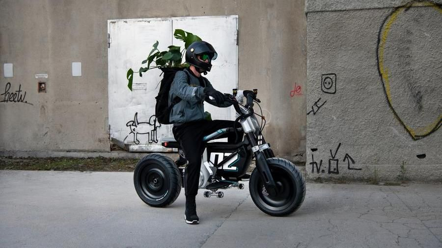 BMW Concept CE 02, city electric scooter tests