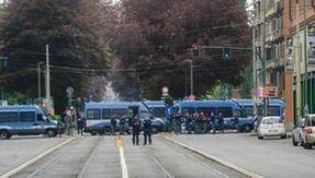 Guerriglia urbana in corso Giulio Cesare a Torino, convalidati gli arresti
