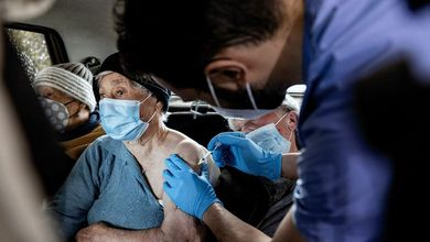 Campagna vaccinale sbagliata: ecco perché solo in Italia si muore sempre di più di Covid