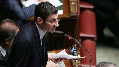 Il politico italiano incassa tangenti per votare una norma. Ma per la legge questo non è reato