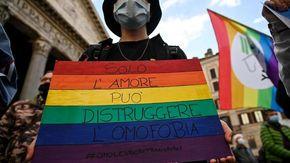 """Cesenatico, gay preso a pugni per un bacio a un ragazzo: """"La legge contro l'omotransfobia non è più rinviabile"""""""