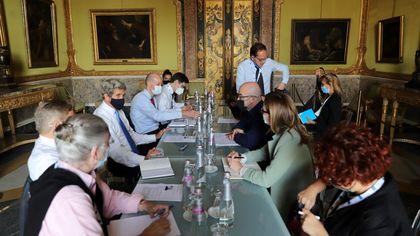 G20 Napoli, i grandi della terra a Palazzo Reale: Kerry incantato dal Plebiscito